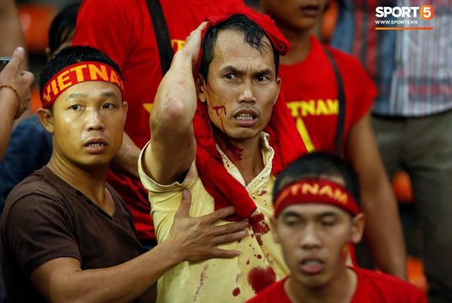 Đại sứ quán Việt Nam yêu cầu Malaysia đảm bảo an toàn cho CĐV Việt Nam sang cổ vũ chung kết AFF Cup 2018 - Ảnh 1.