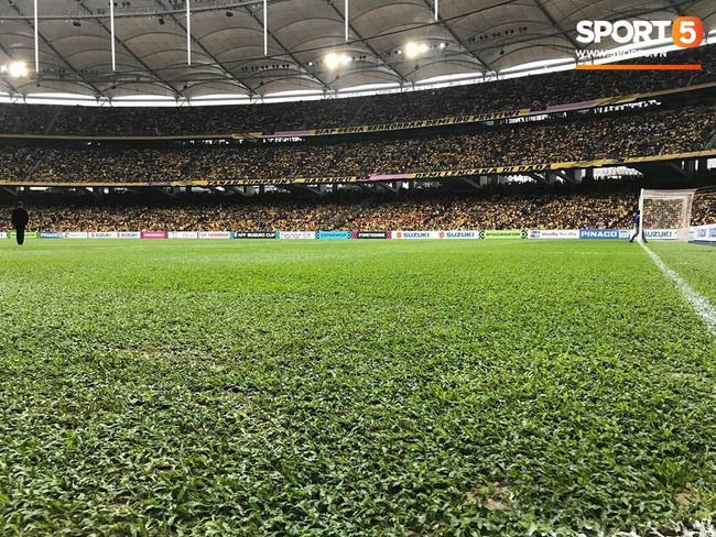 Vượt gió mưa, hàng nghìn cổ động viên có mặt tại sân Bukit Jalil tiếp lửa cho đội tuyển Việt Nam - Ảnh 26.