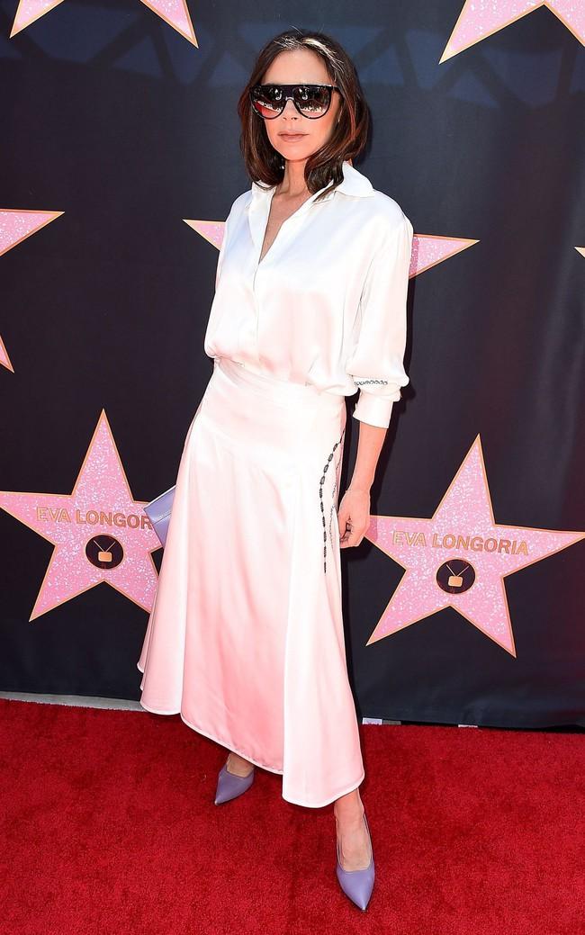 Ngực nhỏ thì sang nhưng có chắc là mặc đẹp hơn? Dương Mịch và Victoria Beckham sẽ khiến bạn phân vân - Ảnh 3.