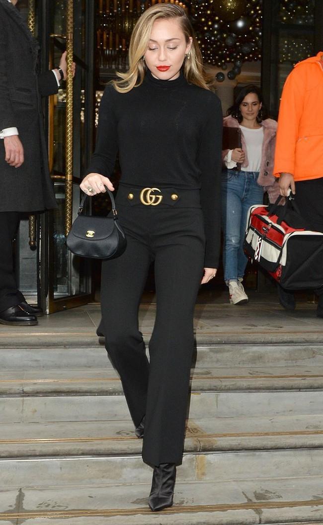 Đã ngày càng mặc đẹp thì chớ, Miley Cyrus còn copy phong cách của chính mình thuở còn chíp hôi dễ thương muốn xỉu - Ảnh 3.