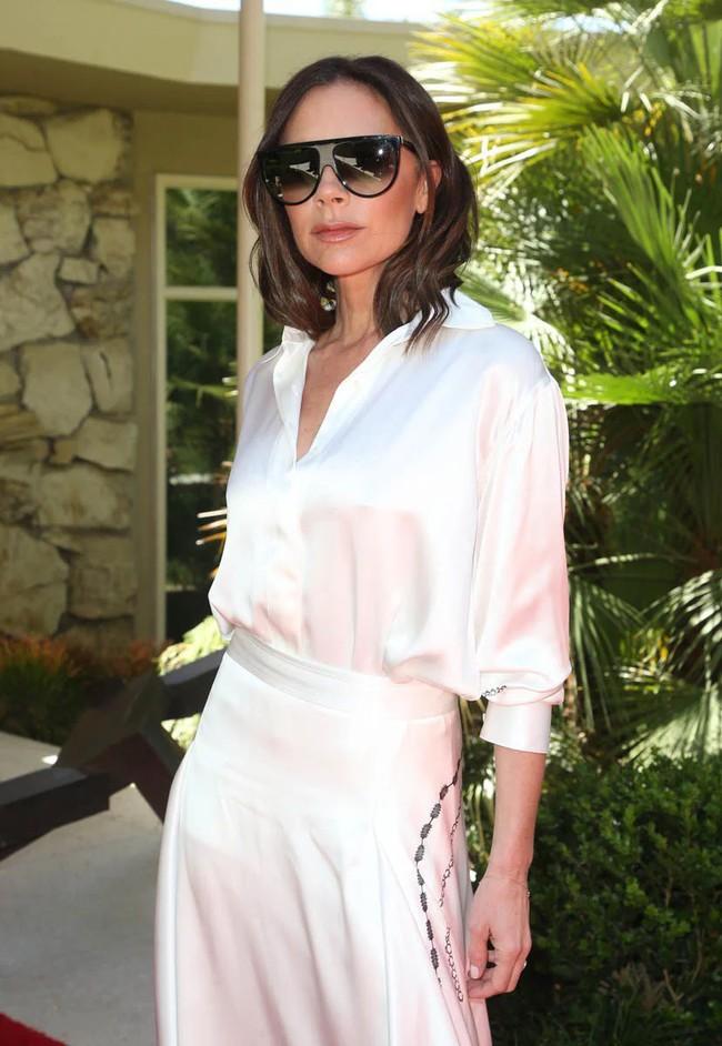 Ngực nhỏ thì sang nhưng có chắc là mặc đẹp hơn? Dương Mịch và Victoria Beckham sẽ khiến bạn phân vân - Ảnh 4.