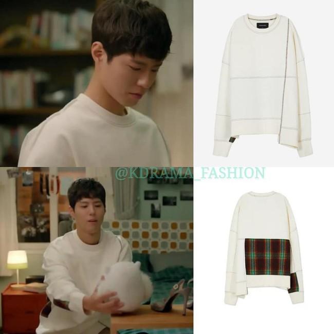 """Trong phim bị chê nghèo rớt, không xứng với """"chị tài phiệt"""" Song Hye Kyo nhưng Park Bo Gum toàn mặc đồ hiệu hết đấy - Ảnh 4."""