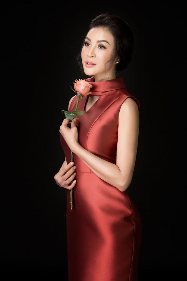 U50 Thanh Mai vẫn táo bạo diện chiếc áo mà ai mặc cũng phải dè chừng - Ảnh 10.