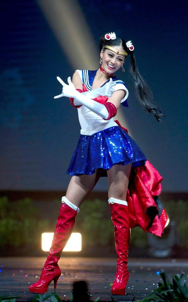 Báo Mỹ chỉ đích danh bộ Bánh mì của HHen Niê là một trong những trang phục dị nhất Miss Universe 2018 - Ảnh 5.