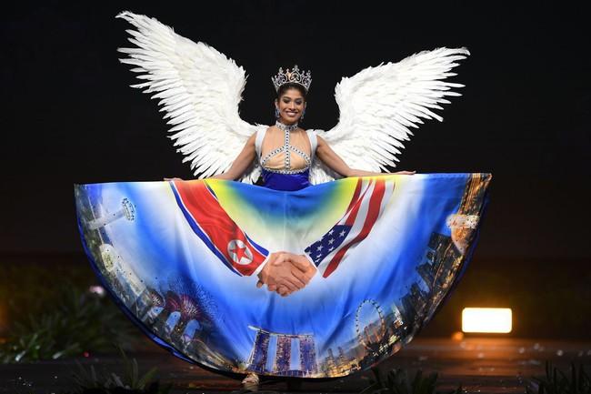 Báo Mỹ chỉ đích danh bộ Bánh mì của HHen Niê là một trong những trang phục dị nhất Miss Universe 2018 - Ảnh 8.