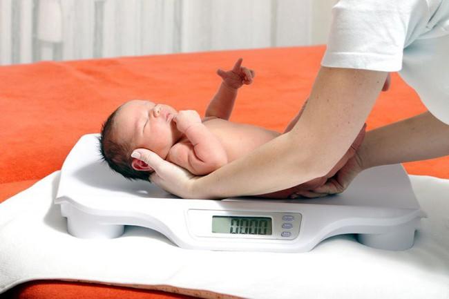 5 vấn đề về sức khỏe và trí não em bé sẽ gặp phải nếu mẹ bầu bị như này khi mang thai - Ảnh 2.