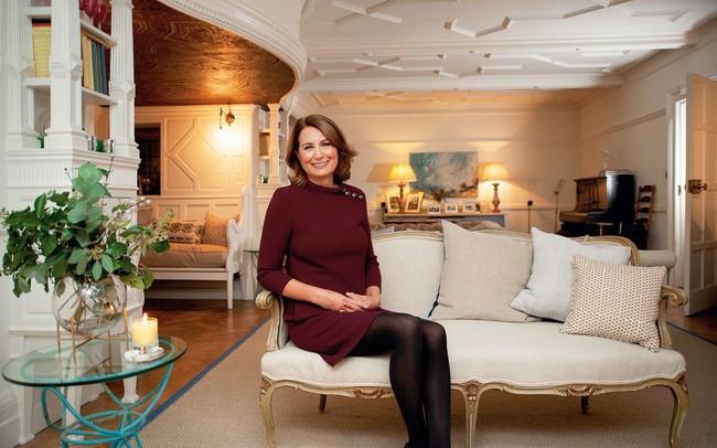 """""""Con nào mẹ nấy"""": đến mẹ đẻ của Công nương Kate Middleton cũng mê mẩn style và diện y như con gái - Ảnh 2."""