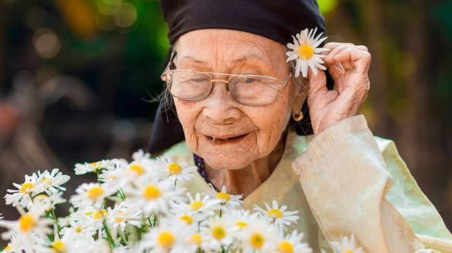 Tại sao vai trò của bà ngoại lại vô cùng quan trọng với cháu, câu trả lời sẽ khiến bạn phải bất ngờ - Ảnh 1.