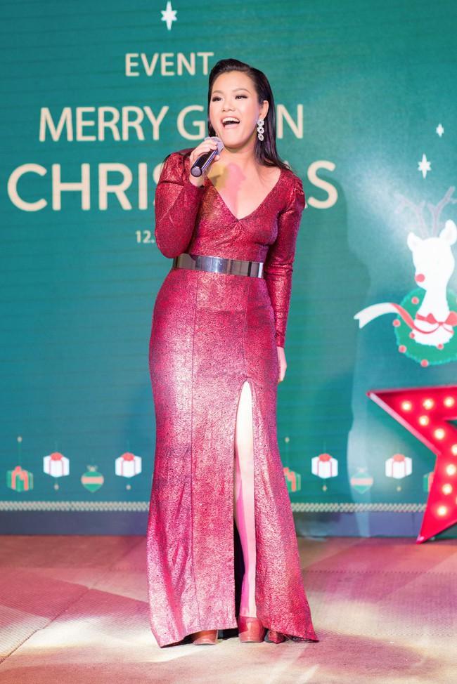 Hoa Hậu con nhà giàu Jolie Nguyễn làm quà giáng sinh tặng trẻ em nghèo - Ảnh 7.