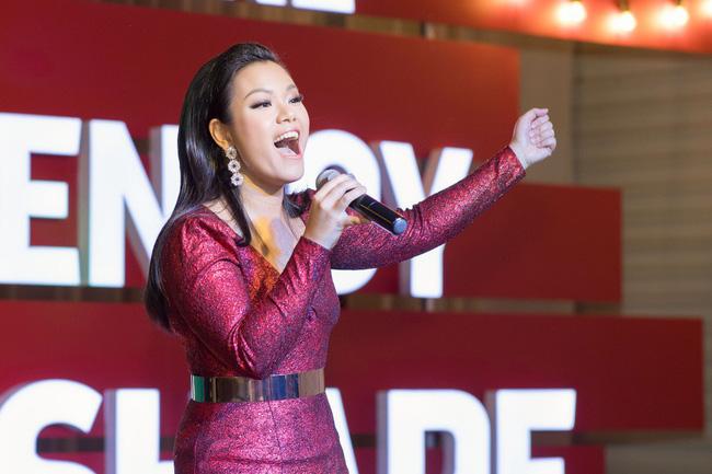 Hoa Hậu con nhà giàu Jolie Nguyễn làm quà giáng sinh tặng trẻ em nghèo - Ảnh 8.