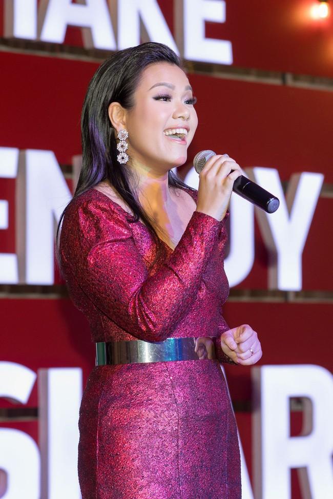 Hoa Hậu con nhà giàu Jolie Nguyễn làm quà giáng sinh tặng trẻ em nghèo - Ảnh 9.