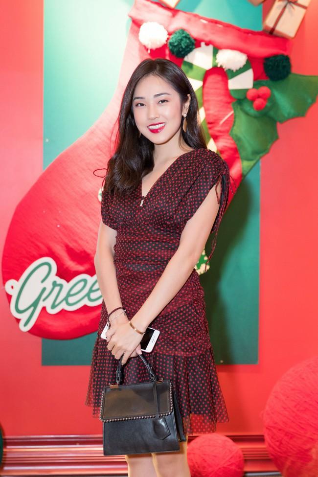Hoa Hậu con nhà giàu Jolie Nguyễn làm quà giáng sinh tặng trẻ em nghèo - Ảnh 11.