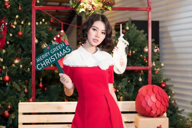 Hoa Hậu con nhà giàu Jolie Nguyễn làm quà giáng sinh tặng trẻ em nghèo - Ảnh 1.