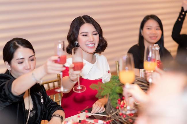 Hoa Hậu con nhà giàu Jolie Nguyễn làm quà giáng sinh tặng trẻ em nghèo - Ảnh 6.