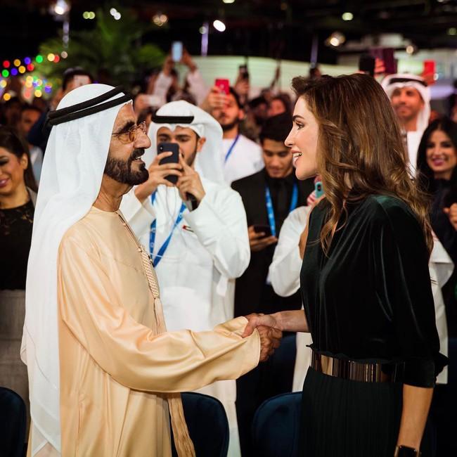 Sang chảnh hóa đồ rẻ tài tình như Hoàng hậu xứ Jordan: biến quần 1 triệu đồng thành sang xịn như chục triệu chỉ bằng một chi tiết đơn giản - Ảnh 1.