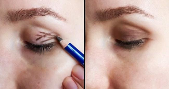 10 mẹo trang điểm cực dễ giúp chị em xinh hơn vài chân kính trong nháy mắt, nhưng không phải ai cũng biết - Ảnh 2.
