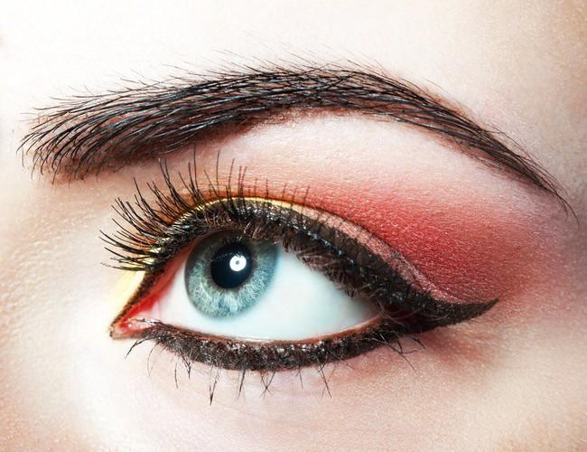 10 mẹo trang điểm cực dễ giúp chị em xinh hơn vài chân kính trong nháy mắt, nhưng không phải ai cũng biết - Ảnh 4.