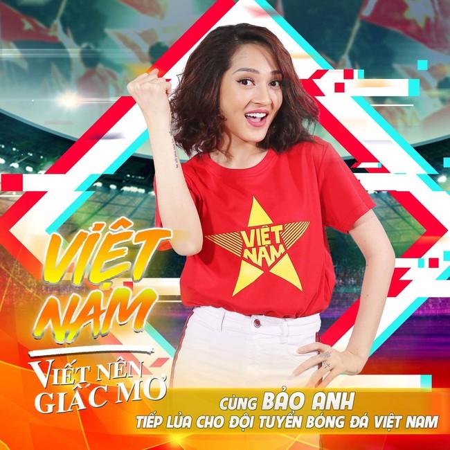 Máu lửa như Hồ Ngọc Hà, bận đi diễn vẫn không quên tranh thủ rủ fan đi bão mừng đội tuyển Việt Nam - Ảnh 3.