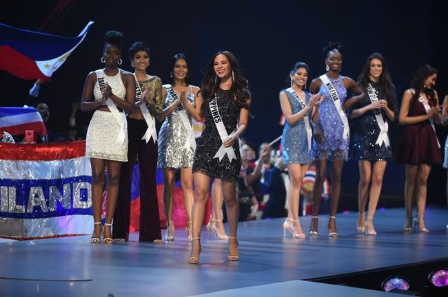 Điều đặc biệt nhất chung kết Miss Universe 2018: Giữa rừng váy dạ hội, HHen Niê một mình một kiểu với set đồ này - Ảnh 4.