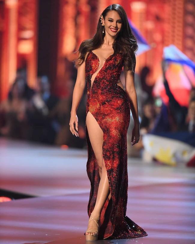 Style của tân Hoa hậu Hoàn vũ Catriona Gray: từ đầu đến cuối đều lộng lẫy như bà hoàng, phần nào đoán được trước cái kết viên mãn - Ảnh 14.