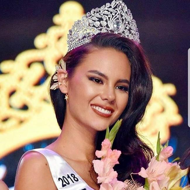 """Ý nghĩa đặc biệt đằng sau mẫu khuyên tai """"đồ cũ"""" gần 80 triệu của Tân Hoa hậu Hoàn vũ - Ảnh 5."""