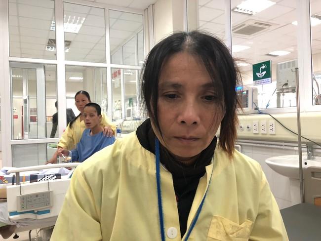 Đường cùng của người vợ ôm con khắp nơi xin tiền lo cứu chữa cho chồng bị chấn thương sọ não sau vụ tai nạn giao thông - Ảnh 2.