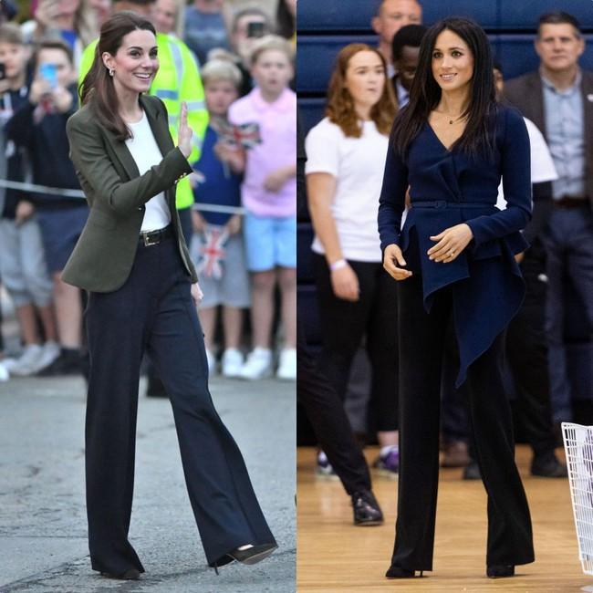 Rõ ràng vướng tin đồn bất hòa, vậy mà Công nương Meghan và chị dâu Kate vẫn đầy những pha mặc đồ y chang nhau - Ảnh 8.
