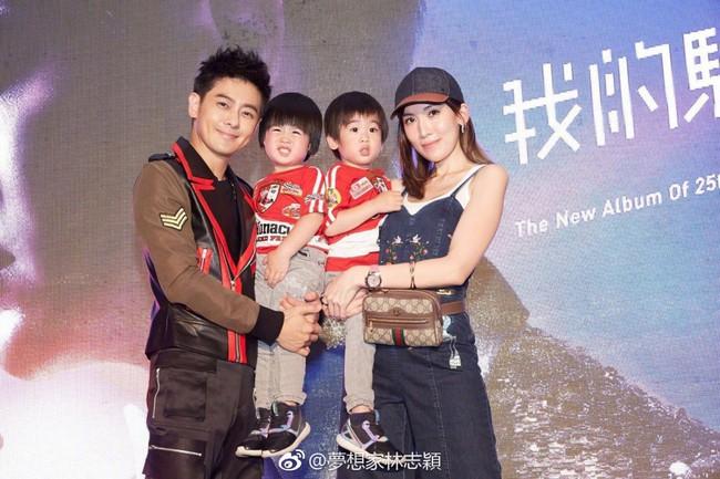 Bà xã Lâm Chí Dĩnh gây sốt với body nuột nà cùng váy siêu ngắn dù đã là mẹ bỉm sữa 3 con - Ảnh 1.