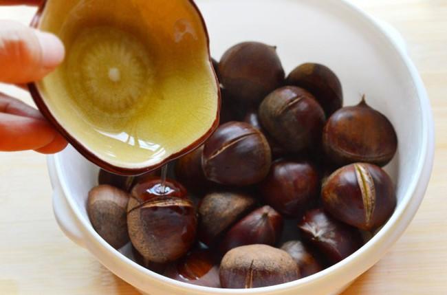 Ăn hạt dẻ vào mùa đông ngon thật ngon nhưng không phải ai cũng biết dùng đúng cách - Ảnh 3.