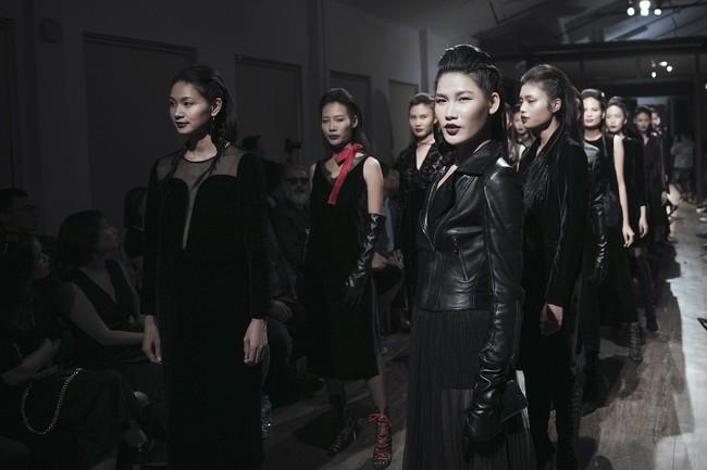 Mẹ đơn thân Hồng Quế hóa thân thành cô dâu ma lạnh đến gai người làm trong show thời trang - Ảnh 11.