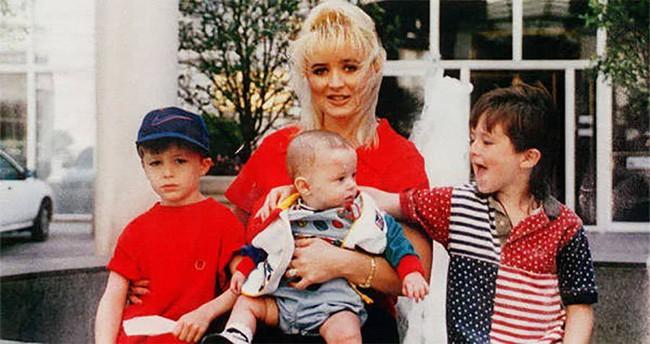 Bà mẹ điên cuồng gọi cảnh sát sau khi 2 con trai bị giết hại, kẻ thủ ác là người nằm mơ không ai ngờ - Ảnh 1.