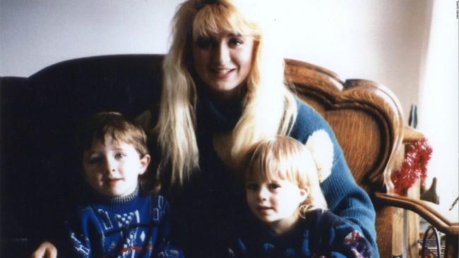 Bà mẹ điên cuồng gọi cảnh sát sau khi 2 con trai bị giết hại, kẻ thủ ác là người nằm mơ không ai ngờ - Ảnh 2.