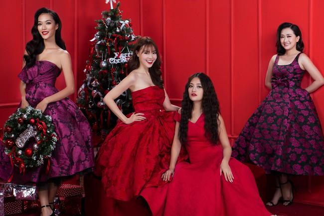 Lan Ngọc nhí nhảnh đón Giáng sinh bên hội chị em gái già công sở - Ảnh 9.