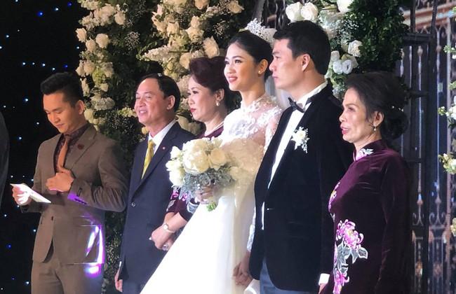 Những hình ảnh cận cảnh hiếm hoi của Á hậu Thanh Tú trong đám cưới xa hoa - Ảnh 1.