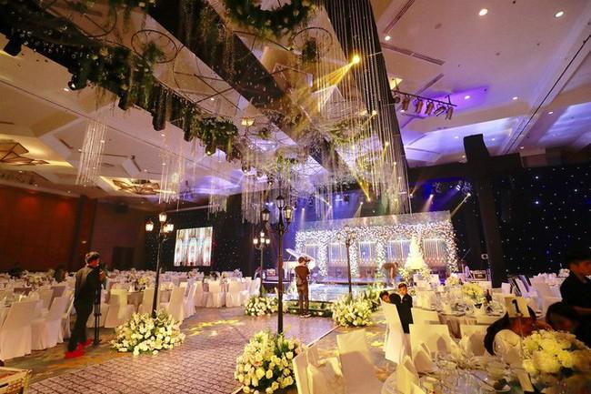 Những hình ảnh cận cảnh hiếm hoi của Á hậu Thanh Tú trong đám cưới xa hoa - Ảnh 4.