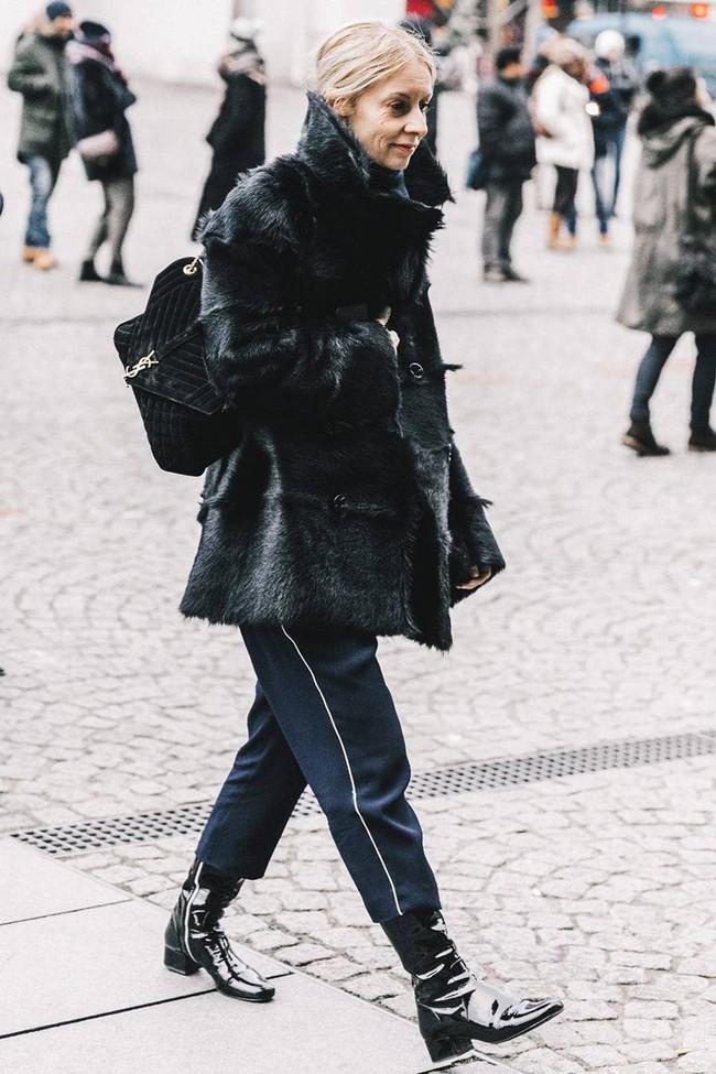 Tưởng không thuộc về nhau, nhưng quần dáng lửng và boots lại chính là chân ái dành cho các nàng  - Ảnh 15.