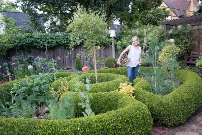 Vì tuổi thơ bất hạnh, người phụ nữ dành 20 năm để biến mơ ước tạo một khu vườn cổ tích trở thành hiện thực - Ảnh 12.