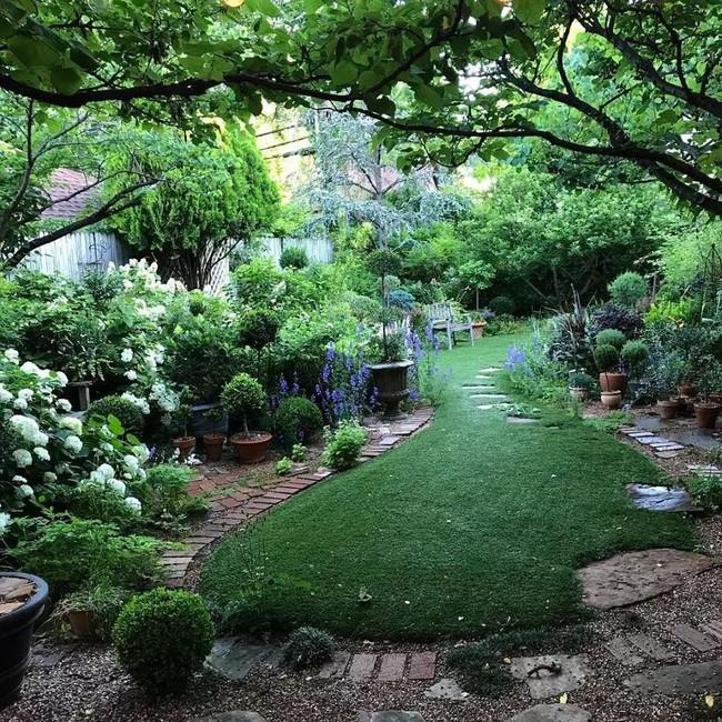 Vì tuổi thơ bất hạnh, người phụ nữ dành 20 năm để biến mơ ước tạo một khu vườn cổ tích trở thành hiện thực - Ảnh 6.