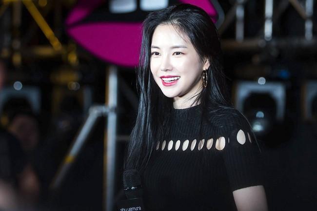 Top khoảnh khắc kém sắc gây sốc của dàn đại mỹ nhân năm 2018: Park Min Young, Nhiệt Ba phải chào thua mỹ nhân này? - Ảnh 3.