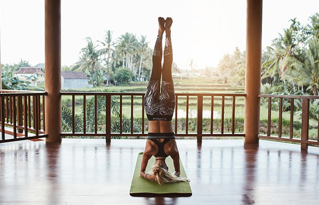 Các tư thế tập yoga giúp giảm stress và ngăn ngừa lão hóa - Ảnh 7.