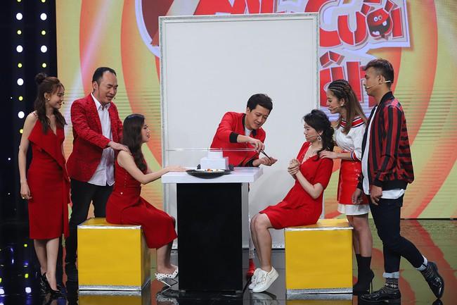 Hari Won sốc khi liên tục bị Puka cưỡng hôn trên sóng truyền hình  - Ảnh 7.