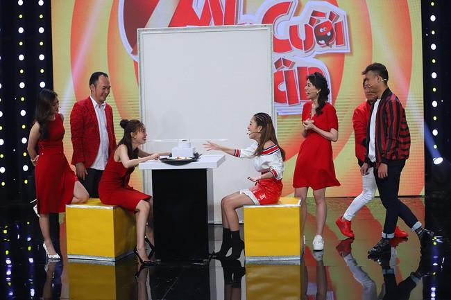Hari Won sốc khi liên tục bị Puka cưỡng hôn trên sóng truyền hình  - Ảnh 8.