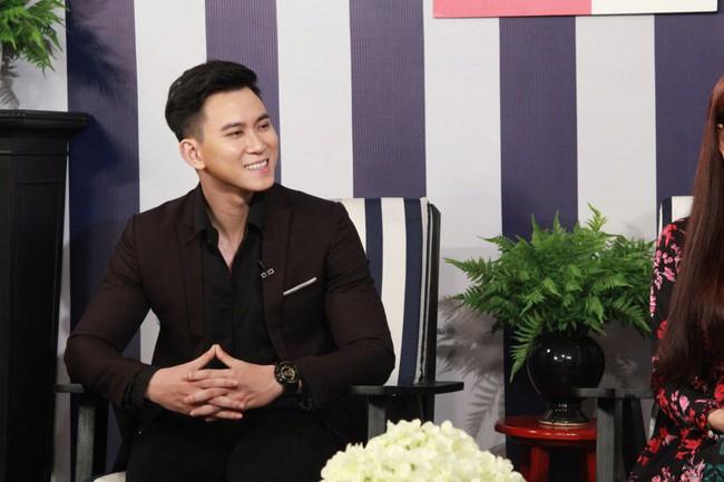 Nghe chuyện tình yêu của cặp đôi bách hợp, Lâm Khánh Chi quyết về kiểm tra Facebook chồng - Ảnh 3.
