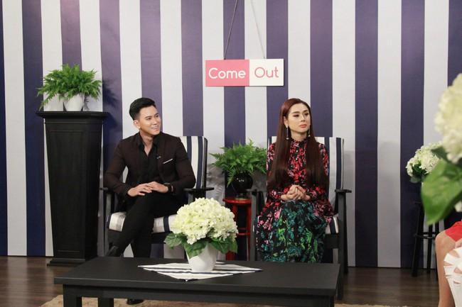 Nghe chuyện tình yêu của cặp đôi bách hợp, Lâm Khánh Chi quyết về kiểm tra Facebook chồng - Ảnh 5.