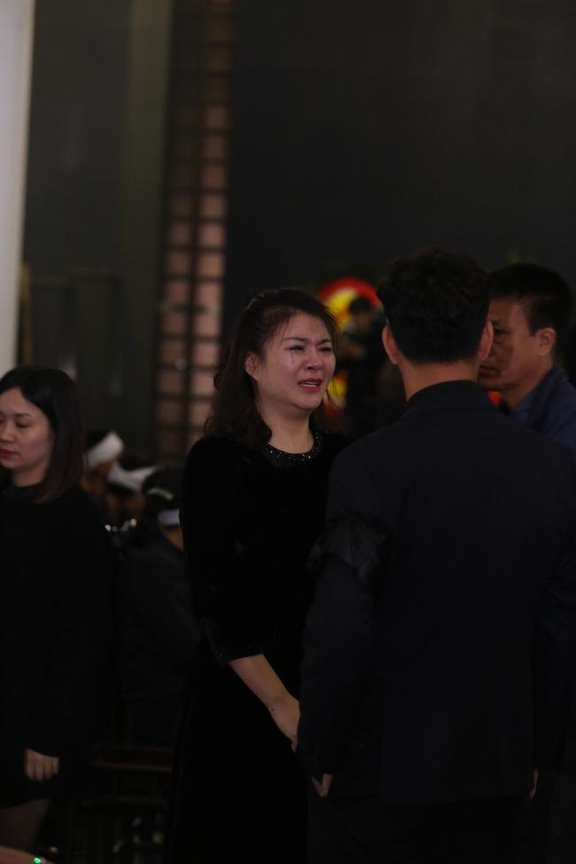 Thu Quỳnh, Bảo Thanh, Lan Hương, Kim Oanh, Lê Khanh nhạt nhòa nước mắt trong lễ tang NSND Anh Tú - Ảnh 4.