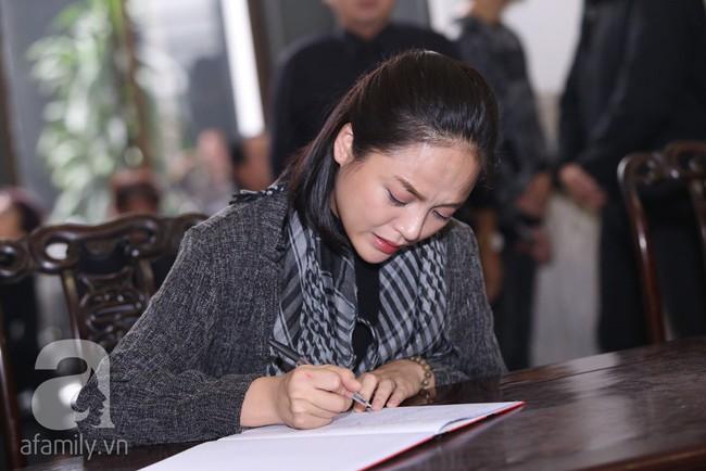 Thu Quỳnh, Bảo Thanh, Lan Hương, Kim Oanh, Lê Khanh nhạt nhòa nước mắt trong lễ tang NSND Anh Tú - Ảnh 12.