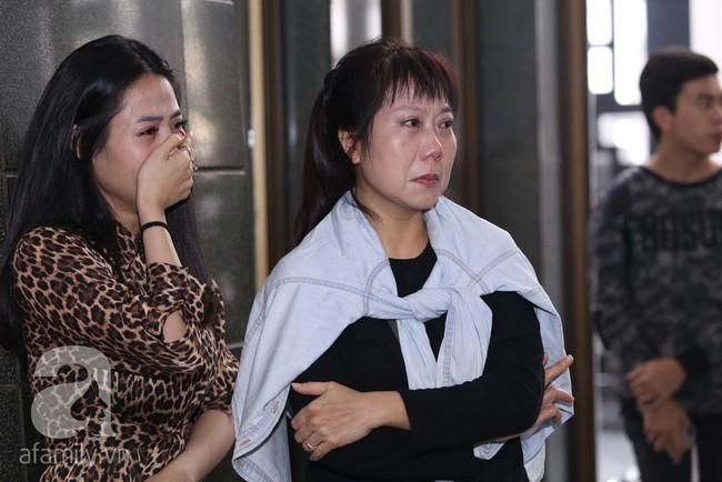 Thu Quỳnh, Bảo Thanh, Lan Hương, Kim Oanh, Lê Khanh nhạt nhòa nước mắt trong lễ tang NSND Anh Tú - Ảnh 13.