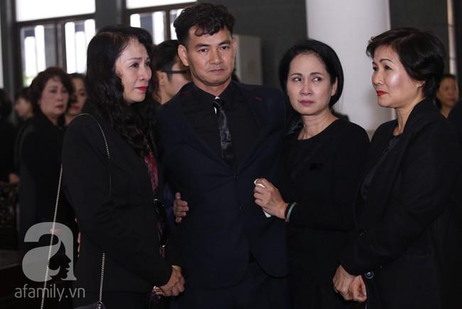 Thu Quỳnh, Bảo Thanh, Lan Hương, Kim Oanh, Lê Khanh nhạt nhòa nước mắt trong lễ tang NSND Anh Tú - Ảnh 14.