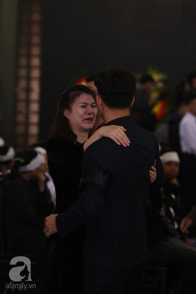 Thu Quỳnh, Bảo Thanh, Lan Hương, Kim Oanh, Lê Khanh nhạt nhòa nước mắt trong lễ tang NSND Anh Tú - Ảnh 5.