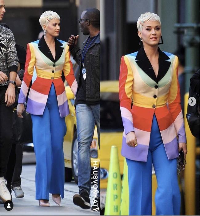 Ngoài lên đồ màu mè cho Katy Perry chơi Giáng sinh, NTK Công Trí còn lồng thông điệp ý nghĩa vào bộ cánh này - Ảnh 2.